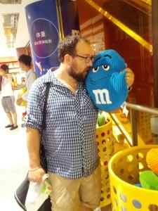 """""""Küss mich, ich bin ein verzauberter Königssohn"""", sagte der dicke Bär zum blauen Smartie."""