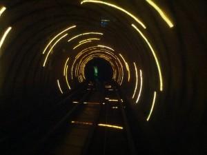 """""""Bund-Sightseeing-Tunnel - Nicht geeignet für Epileptiker!"""""""